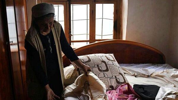 Meram ilçesi Ayanbey Mahallesi'nde bulunan tek katlı evde, eşinden ayrıldıktan sonra kızı Duha Aslantaş ile birlikte yaşayan Hatice Aslan'ın evinde, iddiaya göre eşyalar kendiliğinden tutuşarak yanmaya başladı. Yaklaşık 1 aydır farklı zamanlarda çıkan yangınlardan 3'ü itfaiye ekiplerinin müdahalesiyle söndürüldü.  - Sputnik Türkiye