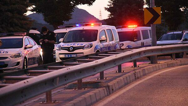Sokakta yürüyen gruba otomobilden pompalı ile ateş açıldı: 3 yaralı - Sputnik Türkiye