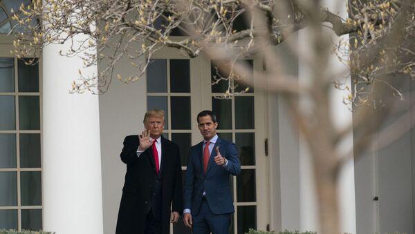 ABD Başkanı Donald Trump-Venezüella muhalefetinin lideri Juan Guaido - Sputnik Türkiye