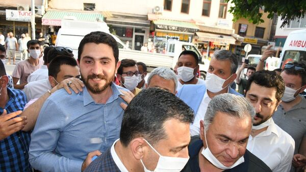 Adana'da Yüreğir Kaymakamlığı'na bağlı Vefa Sosyal Destek Grubu ekiplerine yapılan saldırı - Sputnik Türkiye