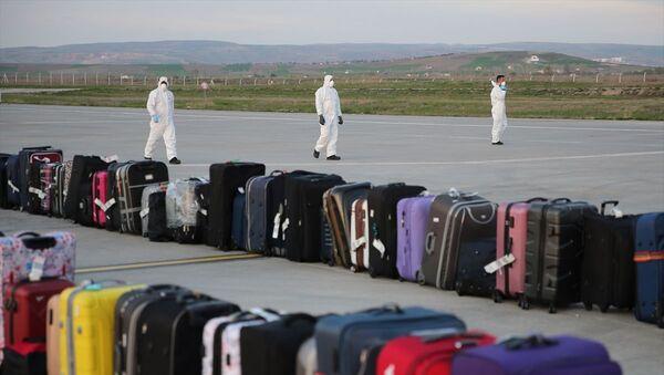 Yurt dışından Türkiye'ye getirilen vatandaşların bagajları - Sputnik Türkiye