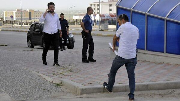 Tutuklanan 16 yaşındaki genç, cezaevine götürülürken firar etti - Sputnik Türkiye