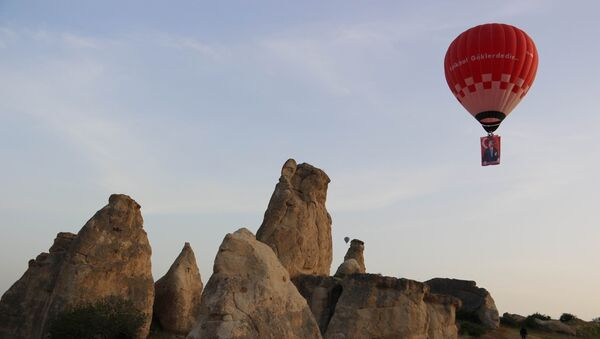 Türkiye'nin 'yerli ve milli' ilk sıcak hava balonu Atatürk ve Türk Bayrağı ile havalandı - Sputnik Türkiye