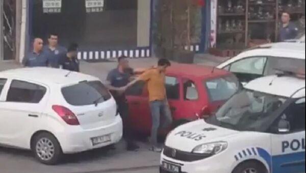 Kayseri'de İngiliz bayrağı desenli havlu asan kişi gözaltına alındı - Sputnik Türkiye
