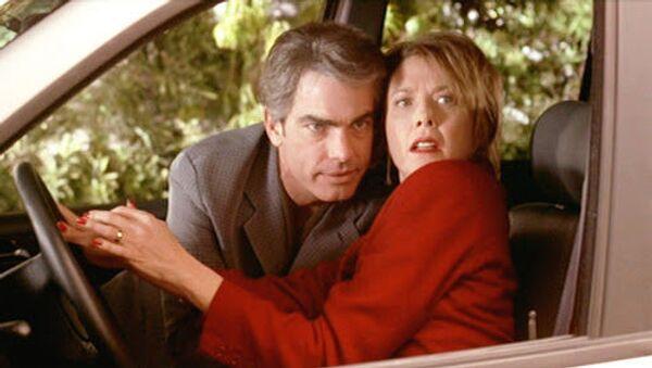 'American Beauty' (Amerikan Güzeli) filminde Annette Bening ile Peter Gallagher'ın canlandırdığı karakterlerin ilişki üzerindeyken yakalanma sahnesi - Sputnik Türkiye