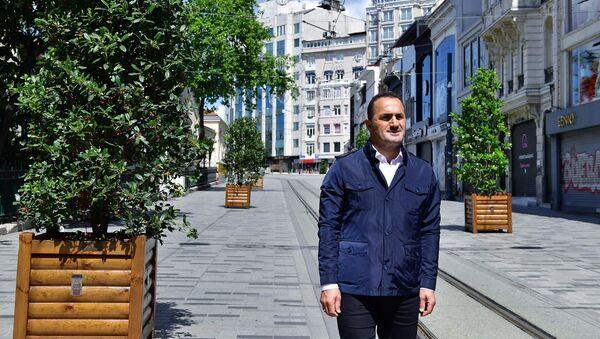 Çalışmaları yerinde inceleyen Beyoğlu Belediye Başkanı Haydar Ali Yıldız - Sputnik Türkiye