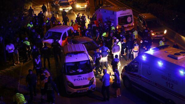 Ankara'da Çiftlik Kavşağı'ndaki polis uygulama noktasına hızla giren aracın çarptığı 5'i polis 7 kişi yaralandı - Sputnik Türkiye