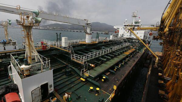Venezüella'ya ulaşan İran'a ait petrol tankerleri - Sputnik Türkiye