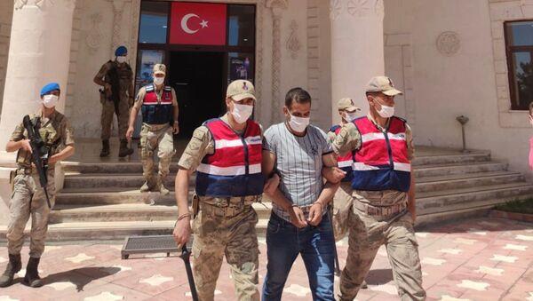 Mardin'de cinayet zanlısı sahte kimlikle bayramlaşırken yakalandı - Sputnik Türkiye