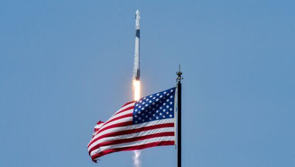 Olumsuz hava koşulları nedeniyle ertelenen SpaceX'in 'Crew Dragon' isimli uzay mekiğiyle NASA ortaklığında ilk insanlı uçuş denemesi başarı ile gerçekleştirildi. - Sputnik Türkiye