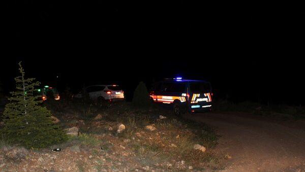 Konya'nın Yunak ilçesinde toprağa gömülü çocuk cesedi bulundu - Sputnik Türkiye
