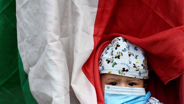 İtalya - koronavirüs - çocuk - maske - Sputnik Türkiye