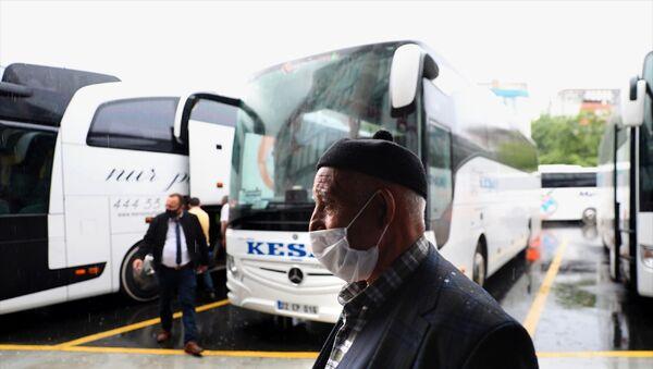 Esenler- 15 Temmuz Şehitler Otogarı - koronavirüs - maske - İstanbul - otobüs  - Sputnik Türkiye