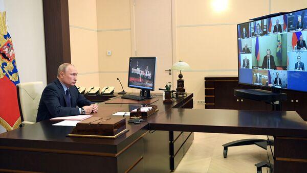 Rusya Devlet Başkanı Vladimir Putin, Rusya Anayasası'nda yapılması planlanan düzenlemelere ilişkin öneriler hazırlamak üzere kurulan çalışma grubunun üyeleriyle bir toplantı yaptı. - Sputnik Türkiye