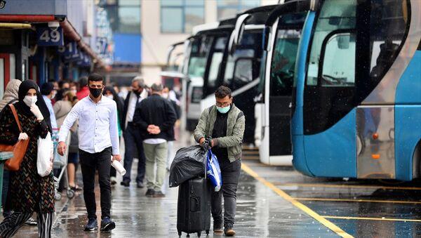 otobüs - bagaj - otogar - maske - koronavirüs - seyahat  - Esenler'deki 15 Temmuz Şehitler Otogarı - Sputnik Türkiye