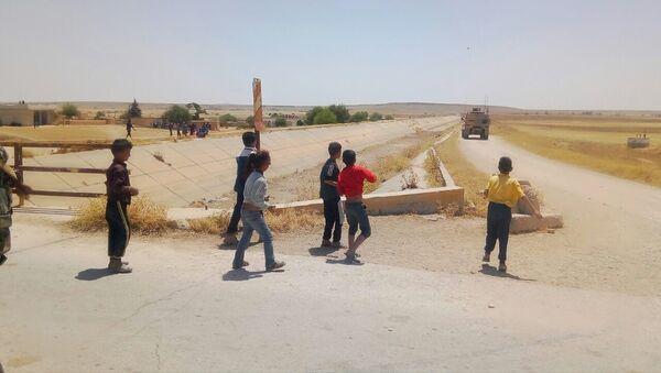Suriyeli çocuklar ABD devriyesini taşladı - Sputnik Türkiye