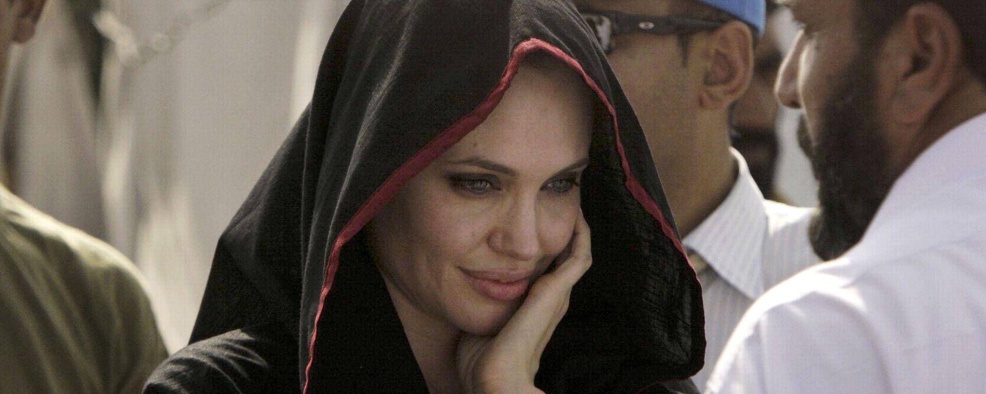 Angelina Jolie 45 yaşında - Sputnik Türkiye, 1920, 21.08.2021