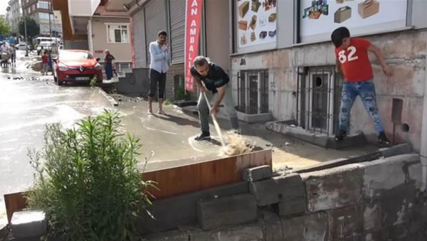 Esenyurt'ta İSKİ borusu patladı - Sputnik Türkiye