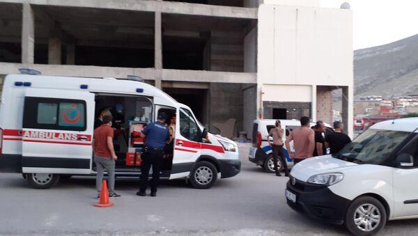 Kahramanmaraş'ın Elbistan ilçesinde bir kadın, eski ve yeni eşi arasında çıkan bıçaklı kavgada hayatını kaybederken 1'i ağır 2 kişi de yaralandı - Sputnik Türkiye