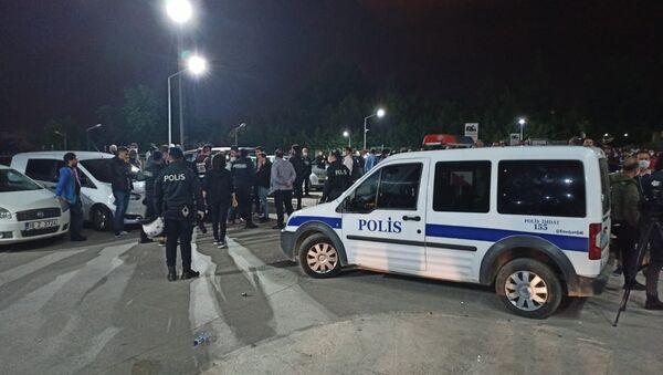 Uyuşturucu şüphelisinin testi pozitif çıktı, 30 polis karantinaya alındı - Bursa - Sputnik Türkiye