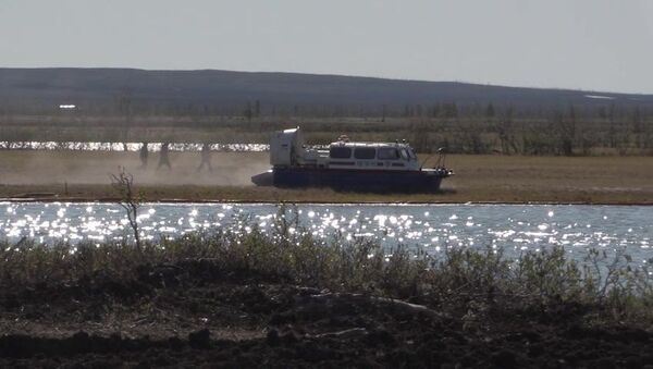 Norilsk'te nehre akan yakıt Pyasino buzul gölüne sızdı - Sputnik Türkiye