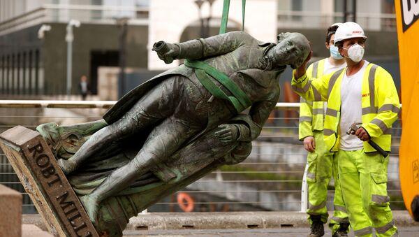 Köle taciri Robert Milligan'ın Londra'daki heykeli  - Sputnik Türkiye