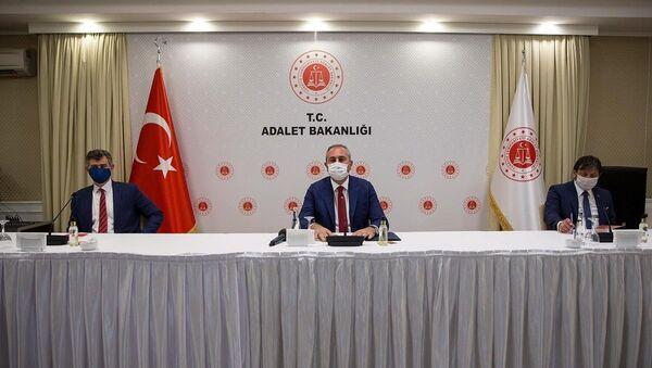 Adalet Bakanı Abdulhamit Gül, Türkiye Barolar Birliği Başkanı Metin Feyzioğlu - Sputnik Türkiye