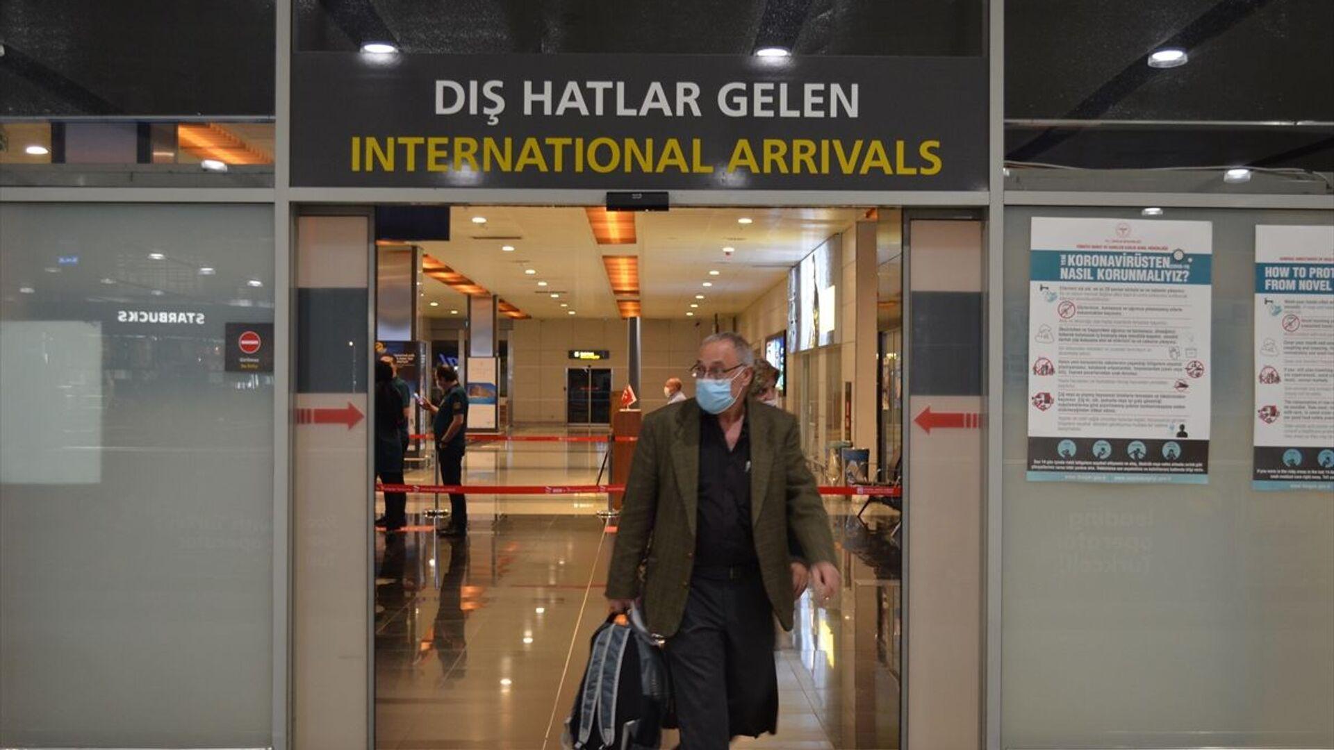 SabihaGökçen Havalimanı'na yurt dışından gelen ilk yolcu uçağı indi - Sputnik Türkiye, 1920, 28.09.2021