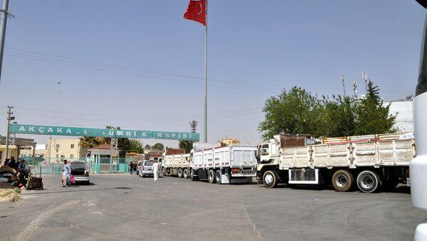 Suriye'nin Tel Abyad bölgesinden Türkiye'ye hububat ithal edilmeye devam ediyor. - Sputnik Türkiye