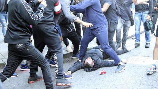 İngiltere'de ırkçılık karşıtı gösterilerde arbede çıktı - Sputnik Türkiye