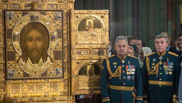 Savunma Bakanı Sergey Şoygu ile Genelkurmay Başkanı Valeriy Gerasimov, Rusya Silahlı Kuvvetleri Katedrali'nin kutsanması töreninde  - Sputnik Türkiye