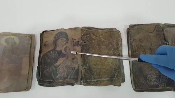 Kırıkkale'de Hristiyanlığın ilk dönemlerine ait ceylan derisi üzerine yazılı dua kitapları ele geçirildi - Sputnik Türkiye