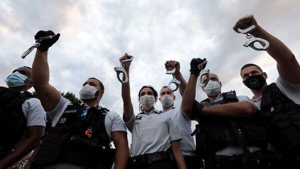 Fransız polisi, boğma tekniklerine getirilen yasağı protesto etti - Sputnik Türkiye