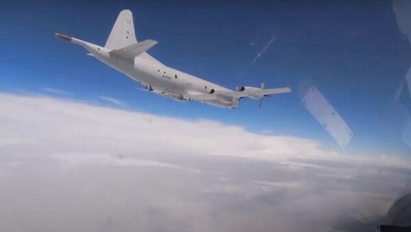 Rus savaş jetleri, Amerikan bombardıman uçaklarına eşlik etti - Sputnik Türkiye