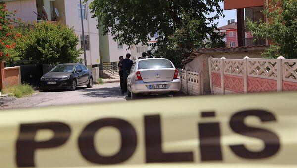 Elazığ'da sınav için gelen kızını öldürdü, kendini ağır yaraladı - Sputnik Türkiye