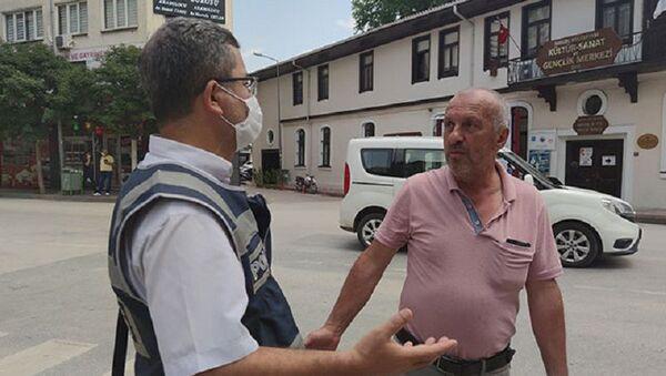 'Maske zorunluluğundan haberim yok' dedi, kimliğini polise bırakıp uzaklaştı - Sputnik Türkiye