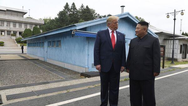 ABD Başkanı Donald Trump ve Kuzey Kore Lideri Kim Jong-un  - Sputnik Türkiye