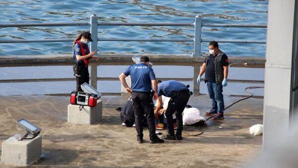 Galata Köprüsü'nün ayaklarında erkek cesedi bulundu - Sputnik Türkiye