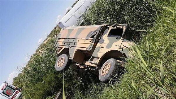 Gaziantep'te askeri araç devrildi - Sputnik Türkiye