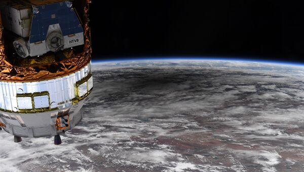 NASA astronotu Christopher Cassidy, Uluslararası Uzay İstasyonu'ndan (UUİ) halkalı Güneş tutulmasının Dünya'nın yüzeyinde oluşturduğu gölgeyi görüntüledi. - Sputnik Türkiye