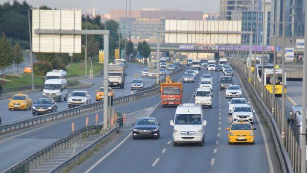 İstanbul yeni haftaya yoğun trafik ile başladı - Sputnik Türkiye