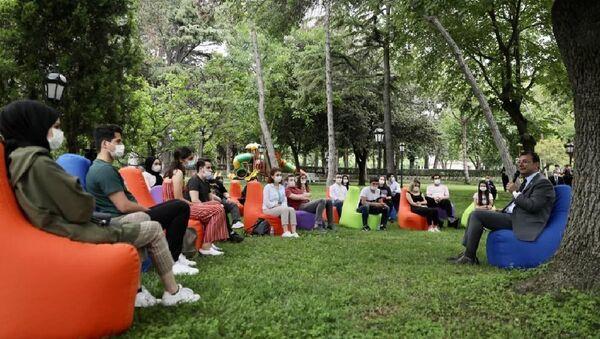 İBB Başkanı Ekrem İmamoğlu, 27-28 Haziran tarihlerinde YKS'ye girecek 30 öğrenciyle, Florya'daki Başkanlık Konutu'nda bir araya geldi. - Sputnik Türkiye