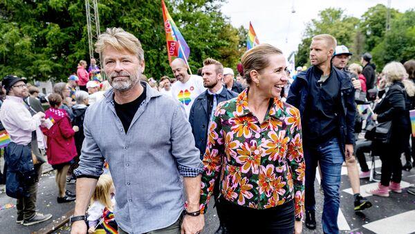 Danimarka Başbakanı Mette Frederiksen ve nişanlısı Bo Tengberg  - Sputnik Türkiye