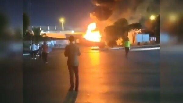 İzmir'de park halindeki yolcu otobüsü yandı - Sputnik Türkiye