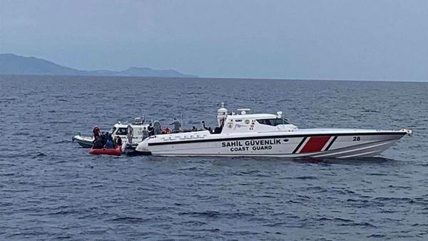 Ayvalıkaçıklarında sığınmacıları taşıyan bot battı - Sputnik Türkiye