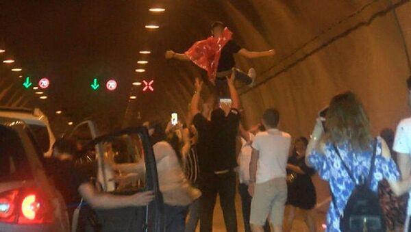 Asker eğlencesi için tüneli kapattılar - Sputnik Türkiye