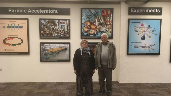 CERN'de çalışan fizikçi Emrah Tıraş'ın anne-babası Osman-Durkadın Tıraş  - Sputnik Türkiye