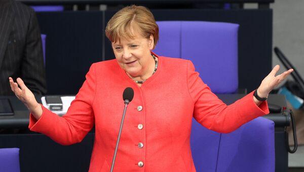 Almanya Başbakanı Angela Merkel Bundestag'da milletvekillerinin sorularını yanıtlarken - Sputnik Türkiye