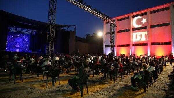Devlet Tiyatroları, açık havada 'perde' dedi - Sputnik Türkiye
