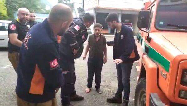 Rize'nin İkizdere ilçesinde ormanlık alanda kaybolan 11 yaşındaki İmam Can Kaya kaybolduğu yerden 12 km uzaklıktaki ilçe merkezine yakın bir noktada bulundu. - Sputnik Türkiye